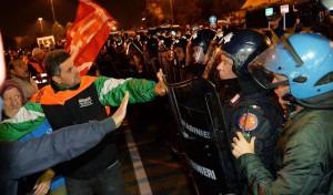 Crisi: protesta mercati generali Torino, breve stop camion