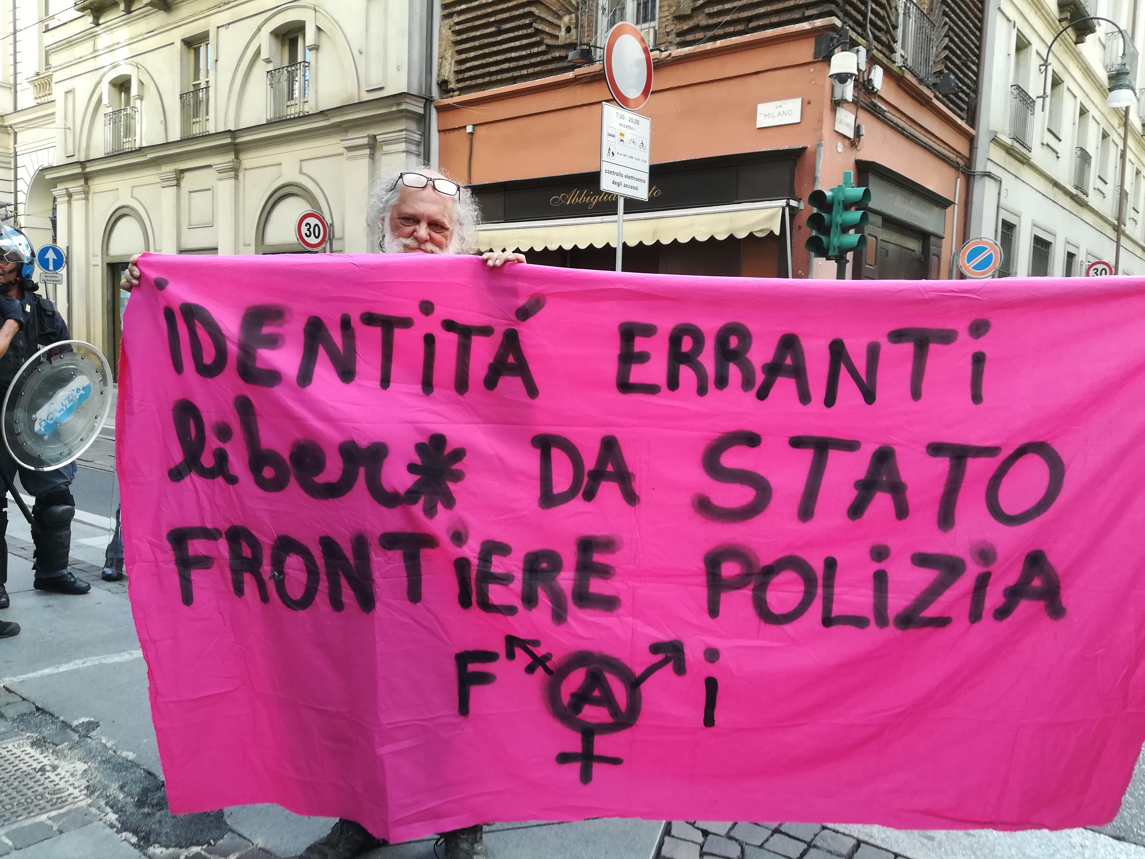 La sfilata del 16 giugno è stata organizzata dal Coordinamento Torino Pride  con il patrocinio di Comune di Torino e8a361f8e69